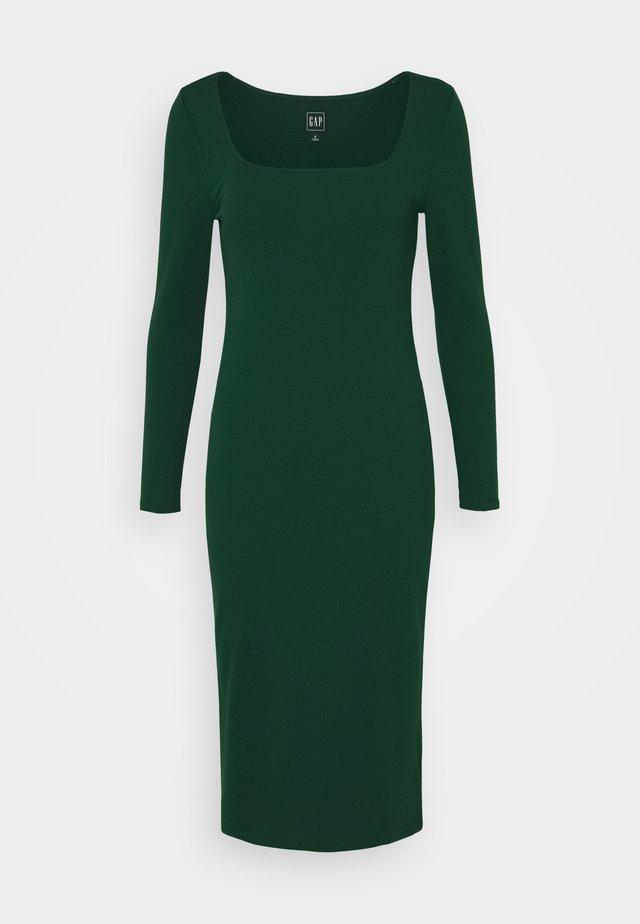 SQUARENECK DRESS - Sukienka dzianinowa - tropic green