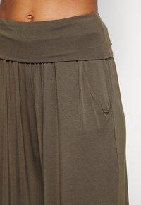 Deha - HAREM PANTS - Pantaloni sportivi - olive green - 4