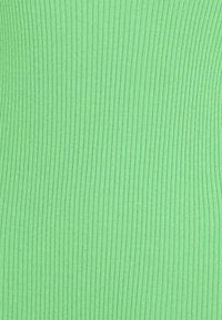 ARKET - Basic T-shirt - green - 6