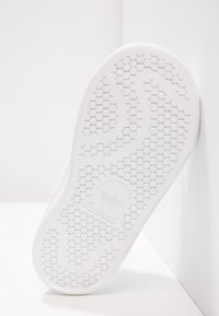 adidas Originals - STAN SMITH CF I - Zapatos de bebé - white/bold pink - 4