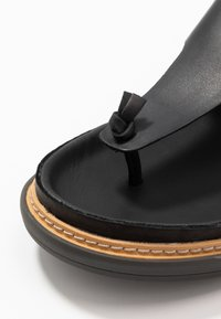 Clarks - TRACE SHORE - Sandalias de dedo - black - 2