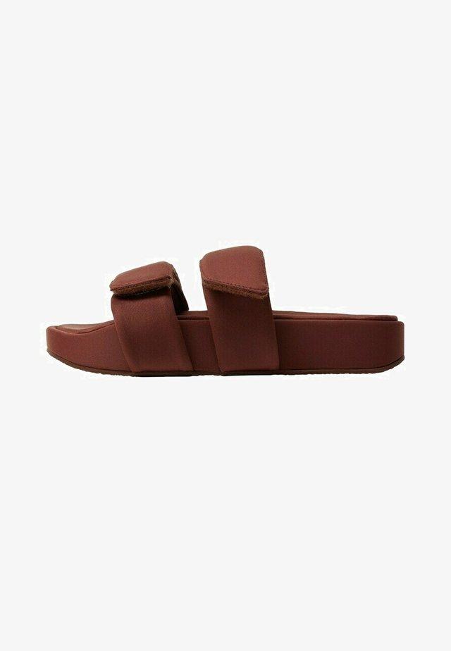 Slippers - sjokolade