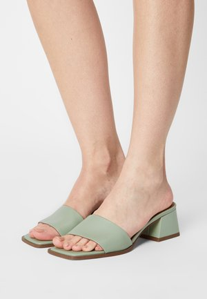 BASIC BLOCK HEELED MULES - Pantofle na podpatku - dusty green