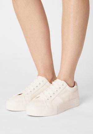 COMFORT - Sneakers basse - white