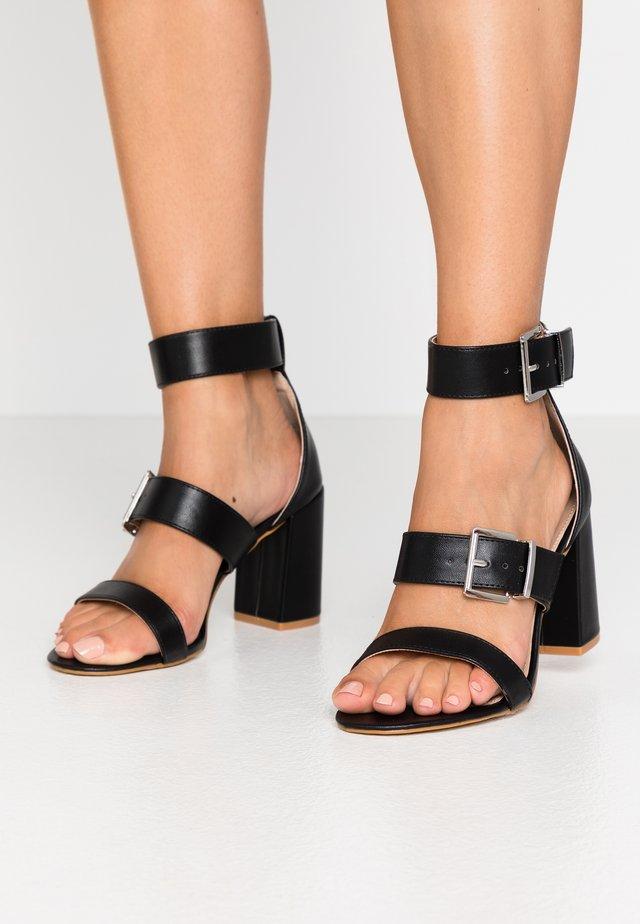 WIDE FIT ELENA - Korolliset sandaalit - black