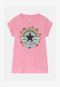 Converse - GAMER GIRL CHUCK PATCH - Camiseta estampada - just pink - 0
