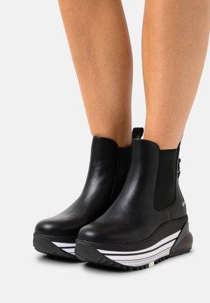 AIR MAXI MID - Platform ankle boots - black