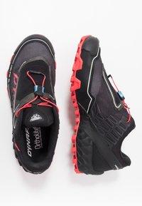 Dynafit - FELINE SL - Obuwie do biegania Szlak - black/fluo pink - 1