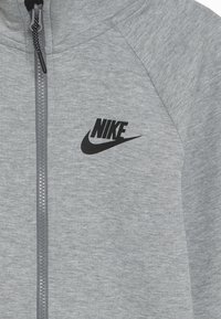 Nike Sportswear - TECH FLEECE ESSENTIALS - Zip-up hoodie - dark grey heather/black - 4