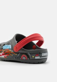 Crocs - TRUCK - Sandały kąpielowe - slate grey - 5
