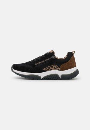 Sneakers laag - schwarz/savanne/whisky
