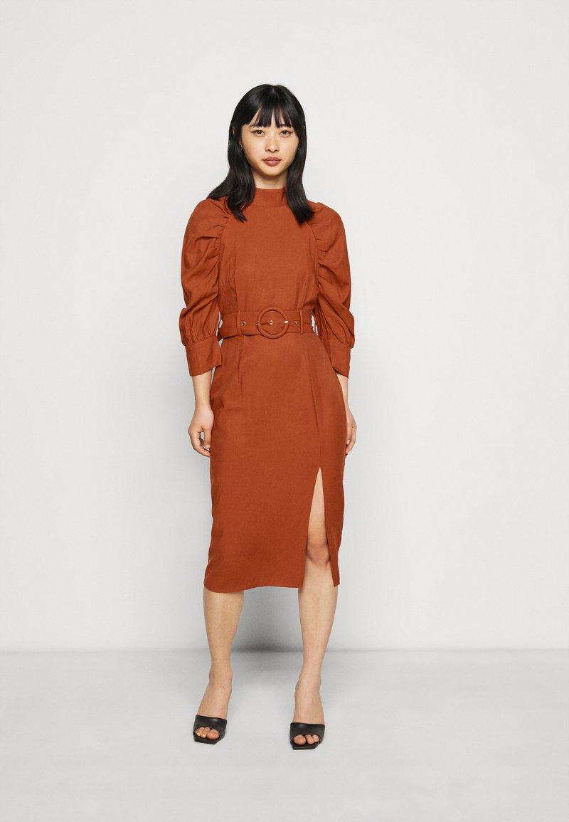 Glamorous Petite - Denní šaty - rust
