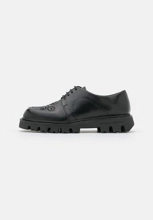 Zapatos de vestir - lady milton nero