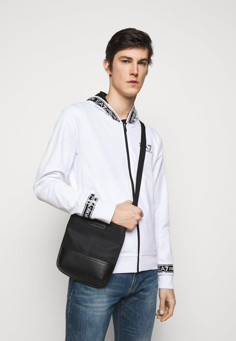 Emporio Armani - MESSENGER BAG UNISEX - Torba na ramię - black