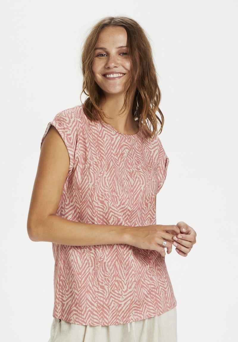 Saint Tropez - Print T-shirt - terra cotta zig zebra