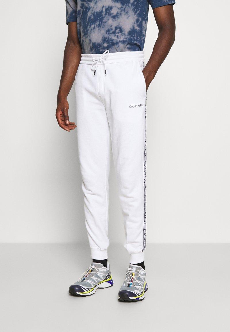 Calvin Klein - ESSENTIAL LOGO TAPE  - Tracksuit bottoms - bright white