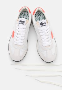 Lacoste - COURT PACE  - Trainers - offwhite/pink - 5