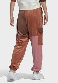 adidas Originals - WOVEN PANT CB - Teplákové kalhoty - multicolor - 1