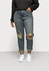 Missguided Plus - DISTRESSED TURN UP - Relaxed fit jeans - blue - 0