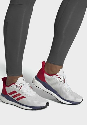 SOLARDRIVE  SHOES - Stabilty running shoes - white