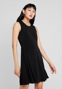 Vero Moda - VMALBERTA DRESS - Jerseykleid - black - 3