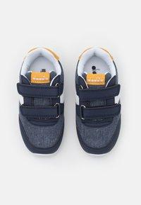 Diadora - JOG LIGHT UNISEX - Chaussures d'entraînement et de fitness - black iris/golden apricot - 3