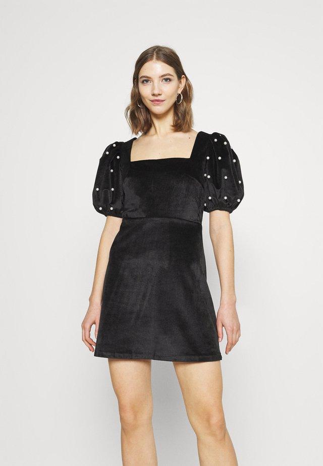 JULIA - Korte jurk - black