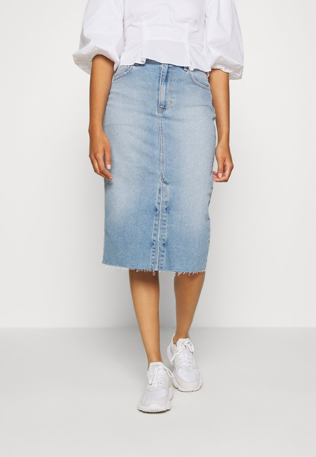 MEDIUM MIDI - Falda vaquera - light-blue denim