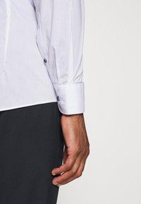 OLYMP - OLYMP LEVEL 5 BODY FIT  - Camicia elegante - weiss - 3