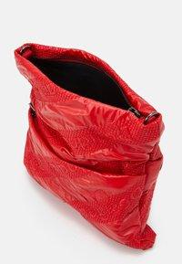 Desigual - BOLS TAIPEI MIAMI - Across body bag - rojo fresa - 2