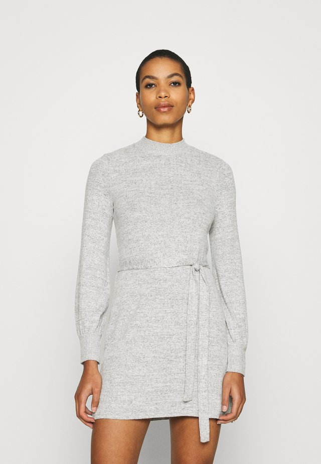 BELTED COZY DRESS - Gebreide jurk - gray