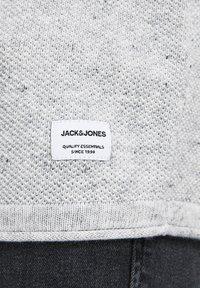 Jack & Jones - JJEHILL - Neule - light grey melange - 5