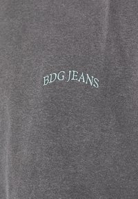 BDG Urban Outfitters - TEE UNISEX - T-shirts - washed black - 6
