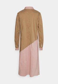 Culture - ANTONIETT DRESS - Košilové šaty - brown sugar - 1