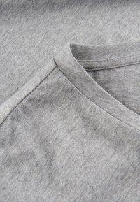 Phyne - THE ROUND NECK - T-shirt basique - grey - 4