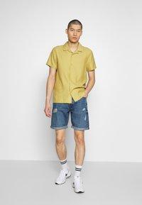 Only & Sons - ONSAVI LOOSE BLUE  - Denim shorts - blue denim - 1