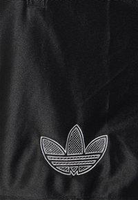 adidas Originals - LOGO - Shorts - black - 2