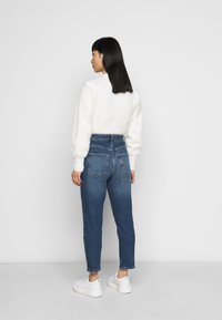 New Look Petite - BUSTED MOM LUCIOUS - Relaxed fit jeans - blue - 2