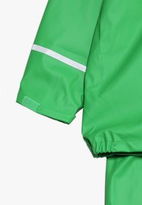 CeLaVi - BASIC RAINWEAR SUIT SOLID - Regnbukser - green - 6