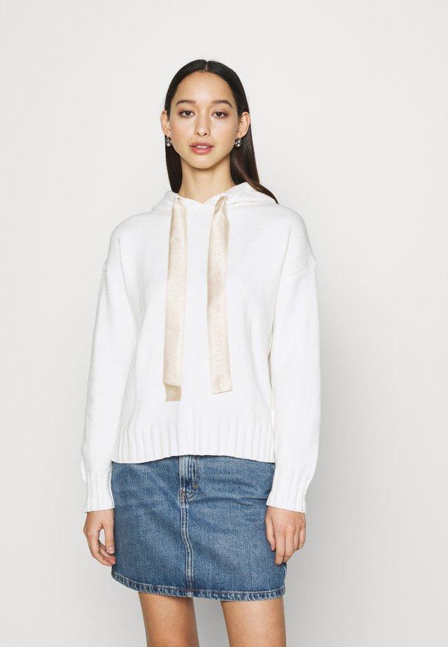 BOXY HOODIE - Jersey de punto - white
