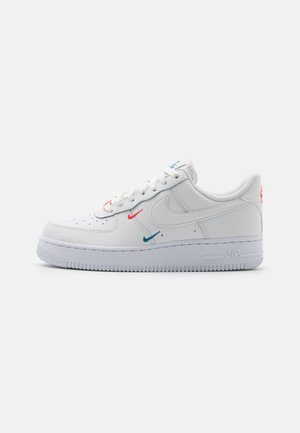 AIR FORCE 1 - Sneakers - summit white/solar red/green abyss/white