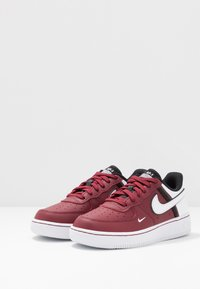 Nike Sportswear - FORCE 1 LV8  - Matalavartiset tennarit - team red/white/black - 3