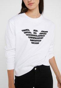 Emporio Armani - Sweatshirts - bianco ottico - 6