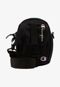 Champion Reverse Weave - SMALL SHOULDER BAG - Across body bag - black - 5