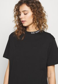 The North Face - ZUMU TEE - Basic T-shirt - black - 5