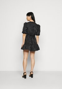 Miss Selfridge Petite - DAISY TIERRED MINI DRESS - Vapaa-ajan mekko - black - 2