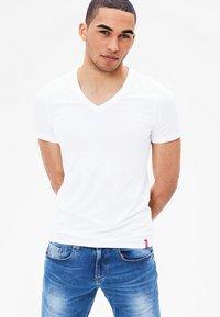 s.Oliver - 2 PACK - Undershirt - white - 0