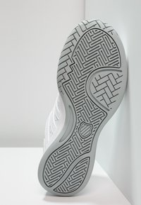 K-SWISS - COURT SMASH - Multicourt tennis shoes - white/navy - 4