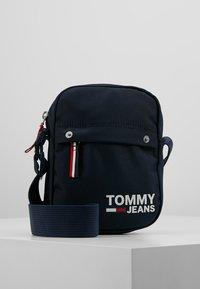 Tommy Jeans - COOL CITY MINI REPORTER - Skuldertasker - blue - 0