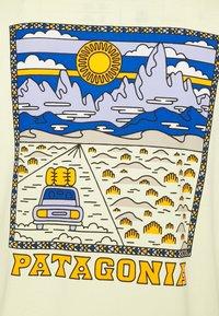 Patagonia - SUMMIT ROAD ORGANIC - T-shirt imprimé - resin yellow - 3